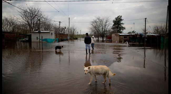 South America Flooding: At Least 3 Killed, 11,000 Evacuated in Argentina https://t.co/E8hUUQkFSv https://t.co/JIcuxQEIYW
