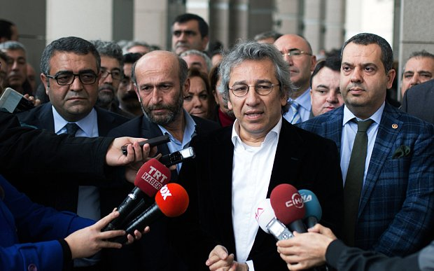 Turkey arrests editors over reports Ankara supplied weapons to Syrian fighters https://t.co/IqiWQCeum6 https://t.co/9Eya3XyvEp