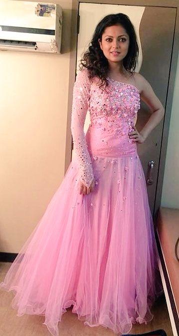 Drashti Dhami in Pretty Pink gown (dress) at Zee Rishtey Awards 2015, ZRA 2015