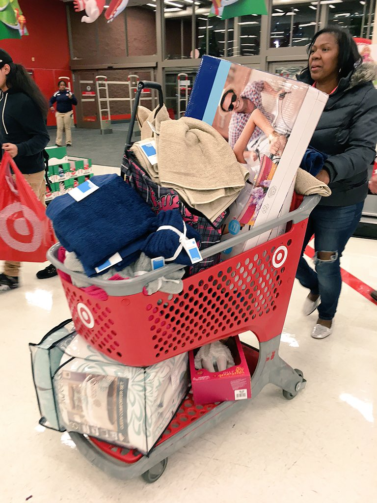 This is the kind of cart we love to see @Target. #Score #BlackFriday https://t.co/wgpfcvo3N6