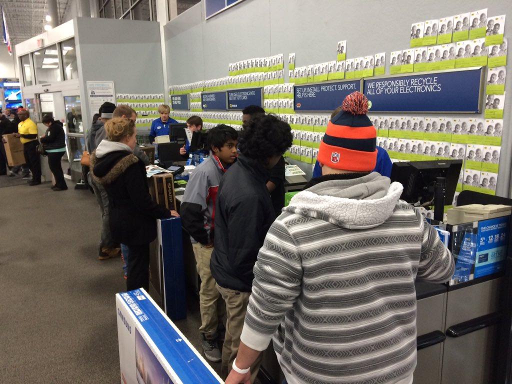 Here's a look at some of the first #BlackFriday shoppers at @BestBuy! @kktv11news @DanielleKKTV https://t.co/powknVOBDF