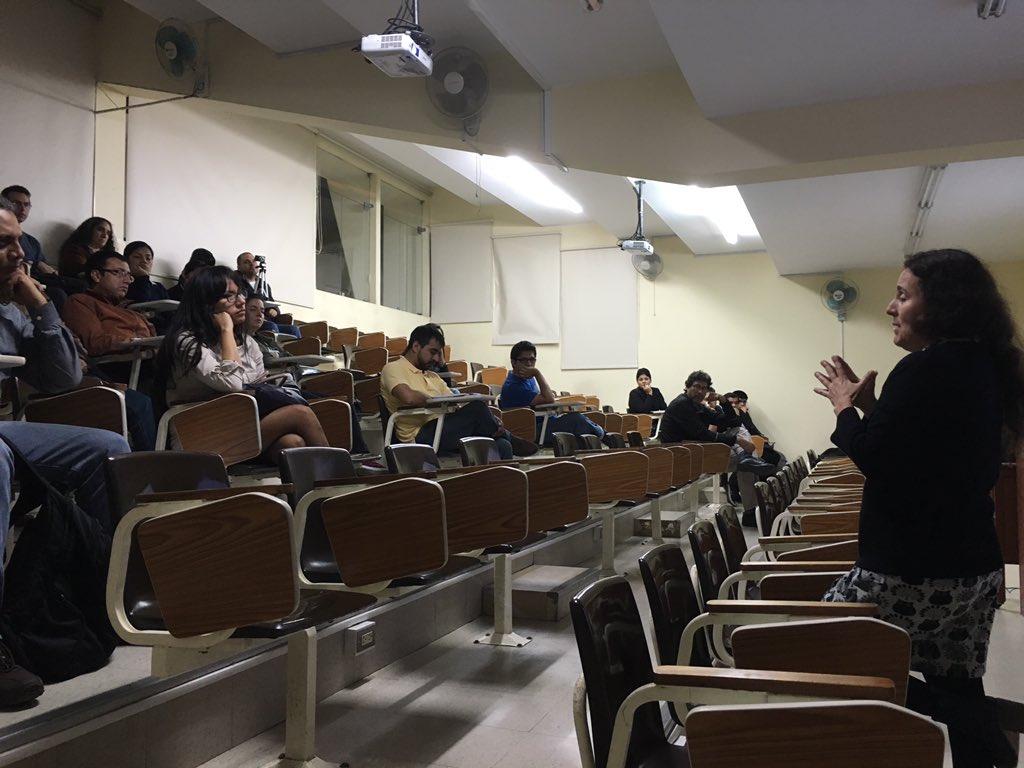 La Dra García de @CayetanoHeredia habla de la importancia de puentes entre científicos y comunicadores #VidayFuturo https://t.co/5Fq3WSokRe