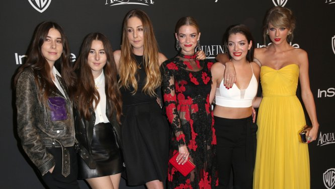 Rebecca Grice is the secret behind @lordemusic and @HAIMtheband slaying the red carpet: https://t.co/ILbCKcNx7D https://t.co/p6VK4byGgB