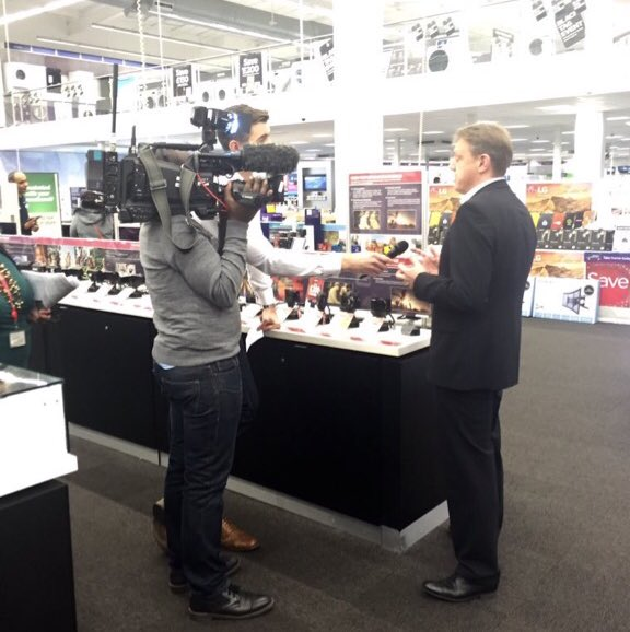 Early start for the  @DixonsCarphone team with @BBCBreakfast covering the #BlackFriday deals (via @katmcgettigan) https://t.co/NH2tHdn0gW
