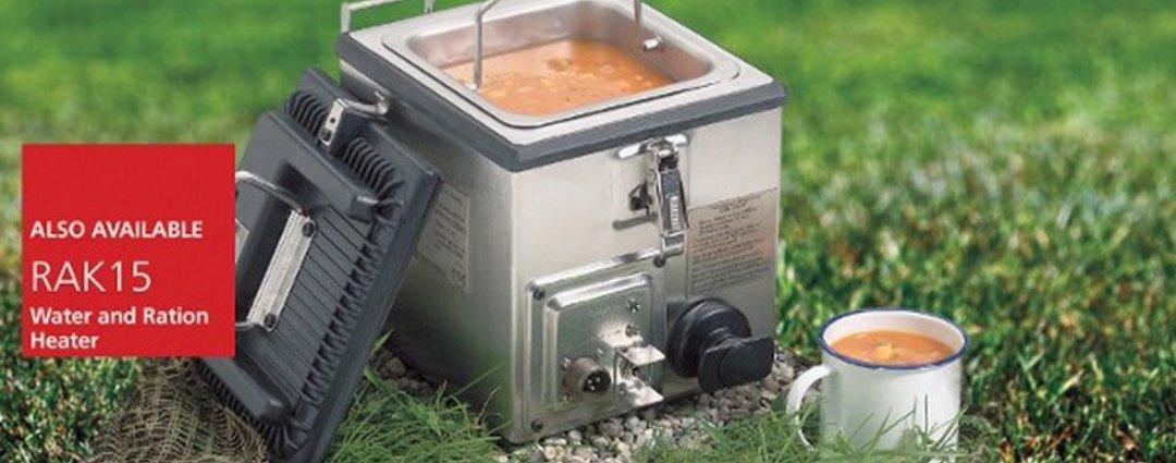 イギリス軍が戦場でお茶を飲むのに使っている機械がこれ。RAK15と言う名称でイギリス軍だけでなくアメリカ軍にも納入され英米合わせて2万個も納入しているようです。お茶と言うかお湯や暖かいスープなど温食を提供する小型調理器と言う所かな