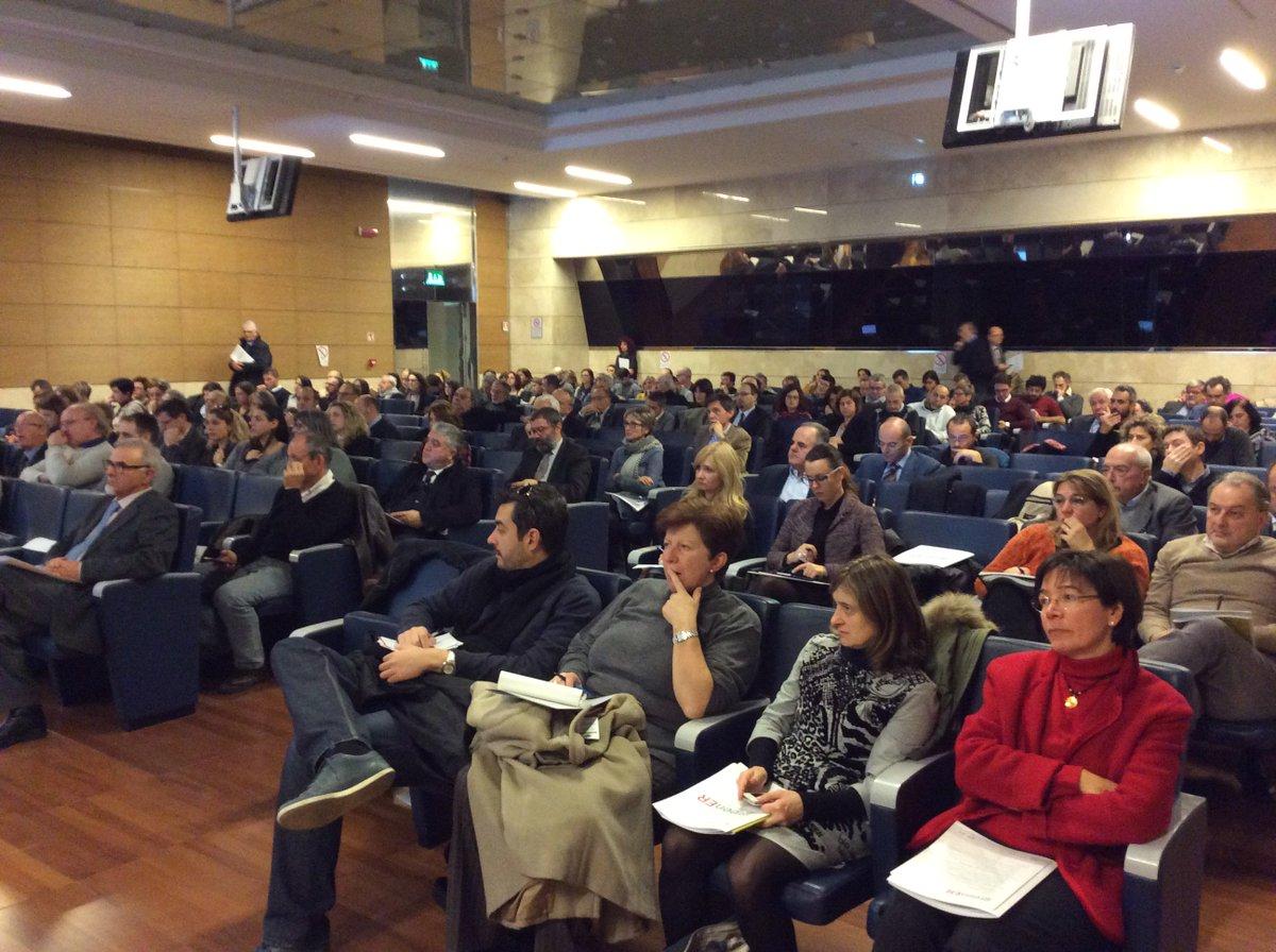 .@PalmaCost :presenta i tre ambiti principali ambiti di intervento @RegioneER  #greenER https://t.co/EXw2jDxIYf https://t.co/vhQBlVtNJ4