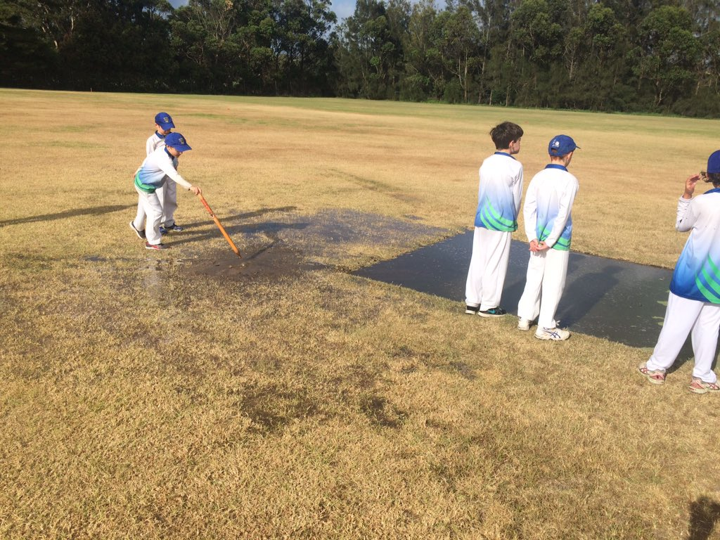 #manlycouncil good work sprinklers running and cancelling kids cricket! pic.twitter.com/GqcSmdT6b9
