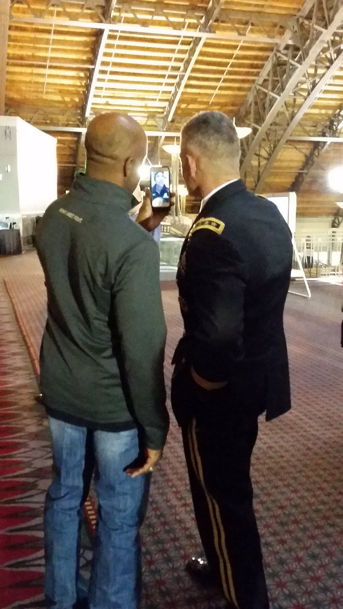 When the Superintendent of the US Military Academy at West Point FaceTimes with a soldier overseas.  #USAARR https://t.co/awuVirlhlk