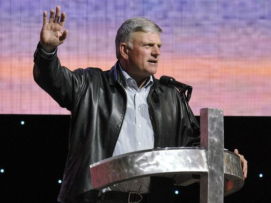 Franklin Graham: I called for barring Muslims from US in July. https://t.co/6z7pgnOymd #avlnews https://t.co/BnRGtufnWR