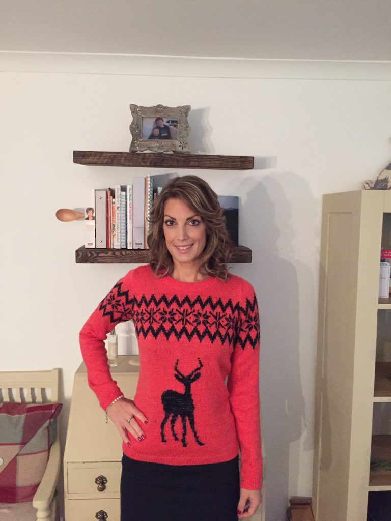 Rocking the Xmas knit #textsanta #itvtextsanta #TextSantaTruprintSelfie RT this & £ is donated to appeal! https://t.co/wCuypu6JiO