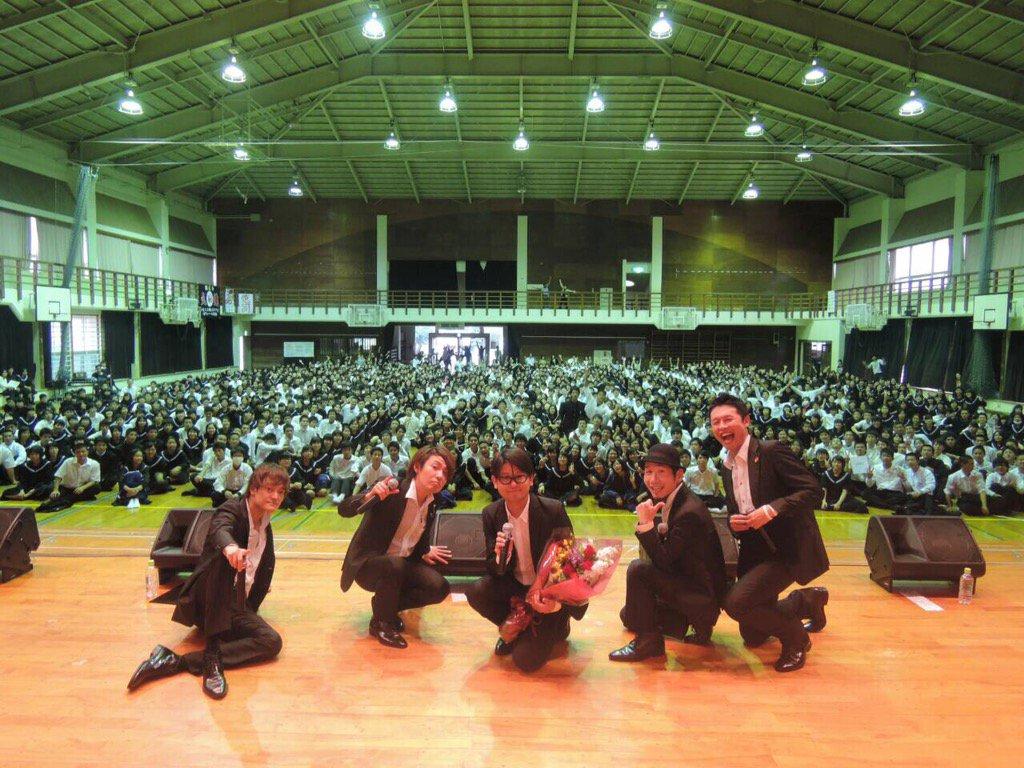 本日は午前は北中城小学校、午後からは写真の知念高校で公演。みんな音楽にのせて楽しく体が踊ってて、やっぱり沖縄は音楽的ノリがいいのかな。最高に楽しかったよ。北小と知高のみんなー、ありがとう!また会おうね! https://t.co/10XNFPLguP