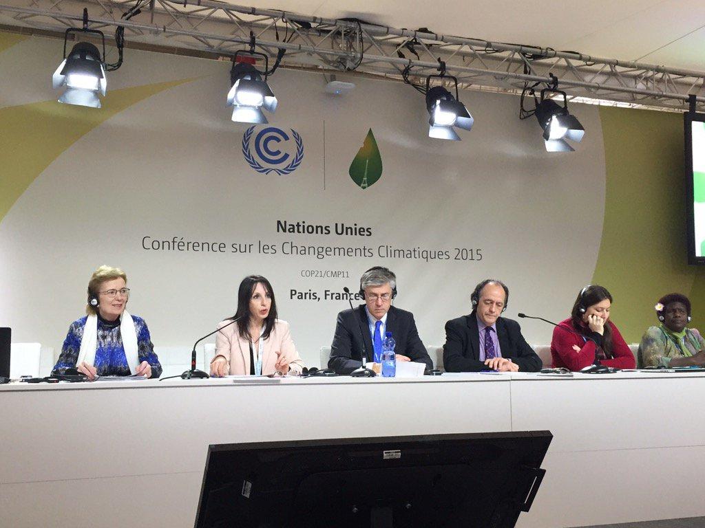 #HumanRightsDay débat avec la société civile sur la place des #DroitsdelHomme dans le changement climatique @COP21 https://t.co/5fwdx4zMif