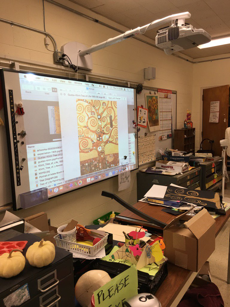 Using interactive white board and projector @ south row school art #learningwalks https://t.co/1CWrev1MOv
