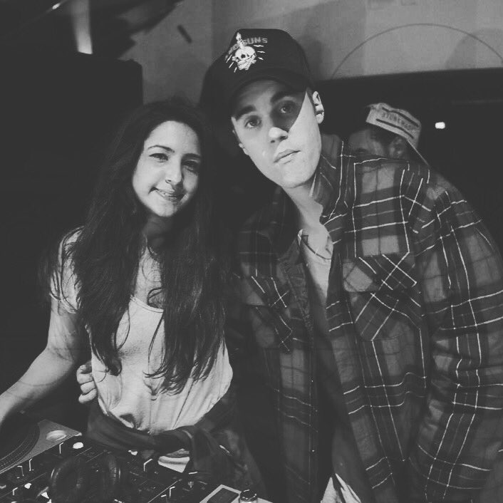 "Justin Bieber came to Liv Miami last night and was like ""let's take a picture"" so I did.very awkwardly.cos I'm weird https://t.co/vb0vbBKSbP"