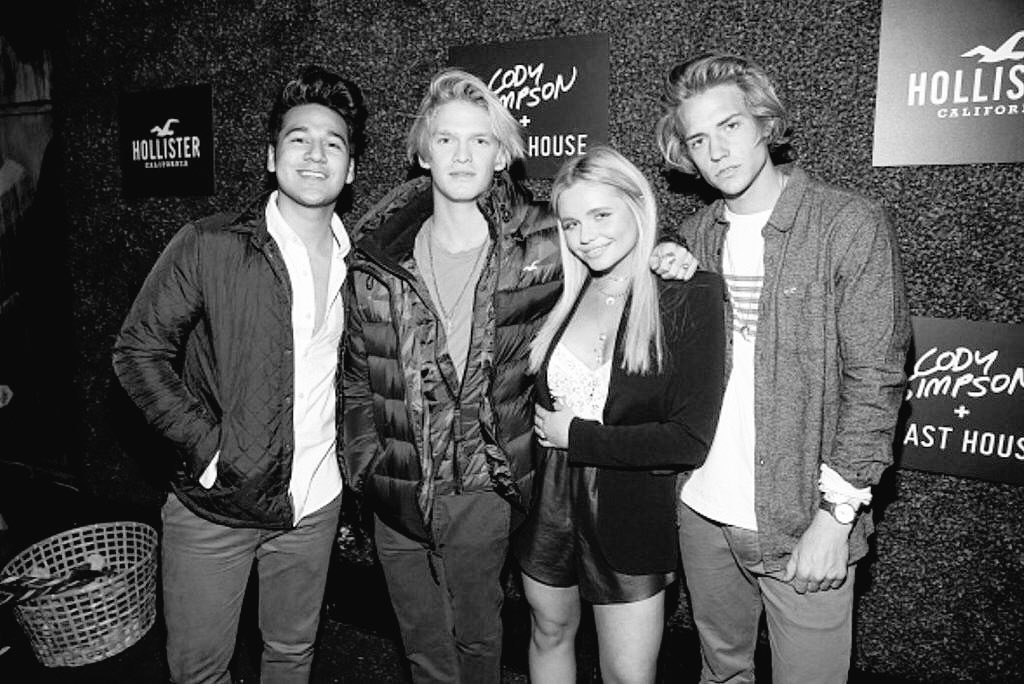 #CoastHouse and @allisimpson before their show at the @HollisterCo  Carnival at The Roxy in Hollywood last night https://t.co/IratPXRBIZ