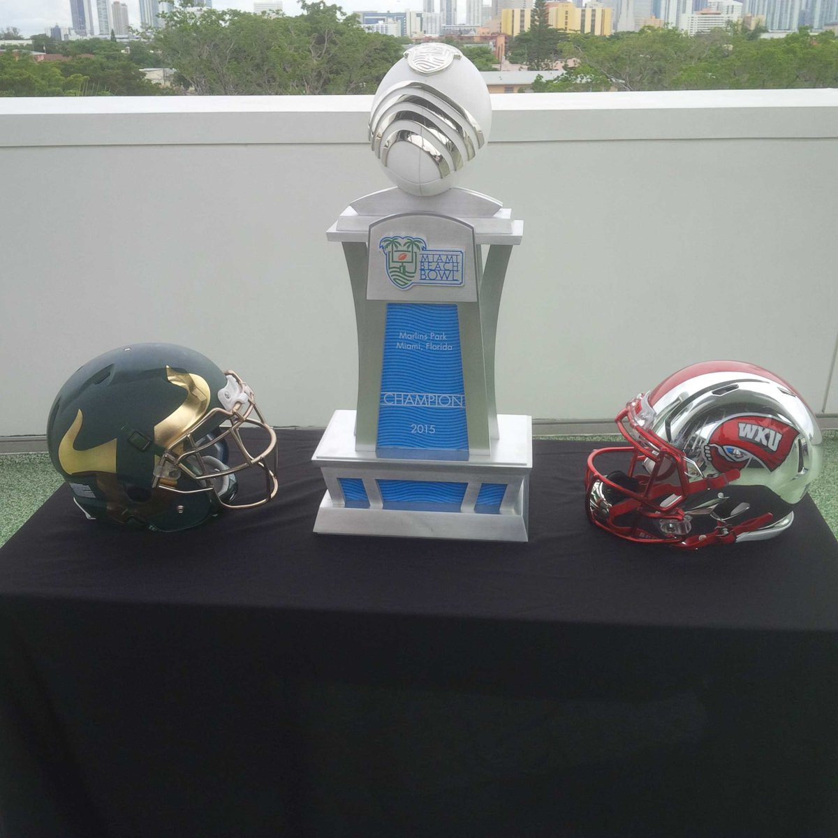 @MiamiBeachBowl trophy and helmets. #WKU #USF https://t.co/Df3uLxlPOr