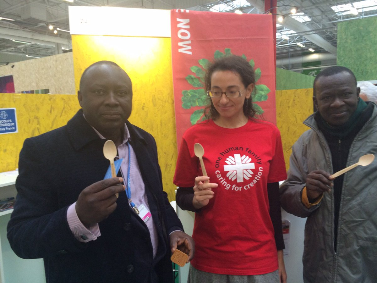Friends from Ghana @ Caritas Booth; Adriana promoting #food4all #HumanRights Day #COP21 @iamCARITAS @CaritasClimat https://t.co/BEO4l4lsU0