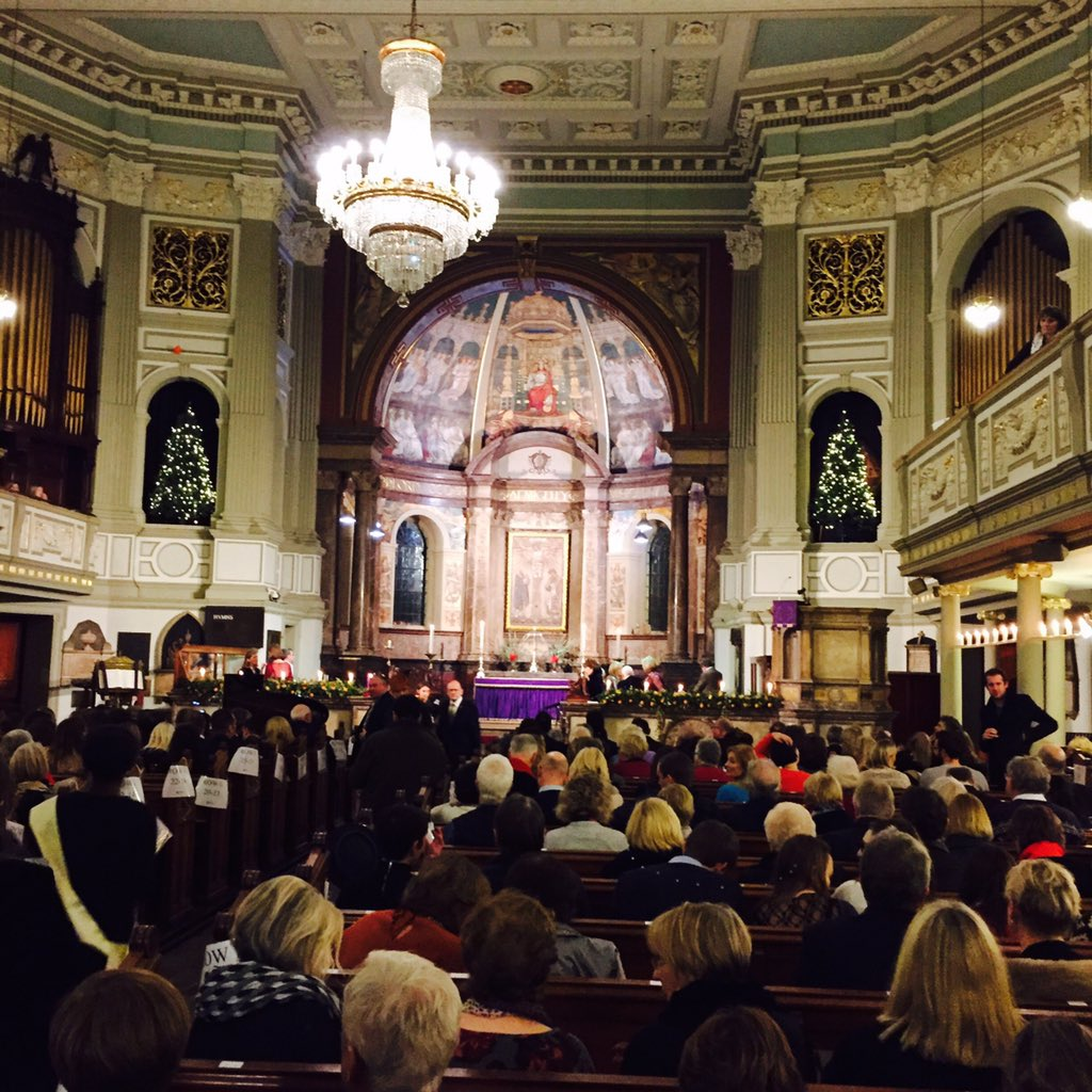The church looks absolutely stunning as we begin our #LoveChristmas Carol Concert. https://t.co/MuGC29VNLj
