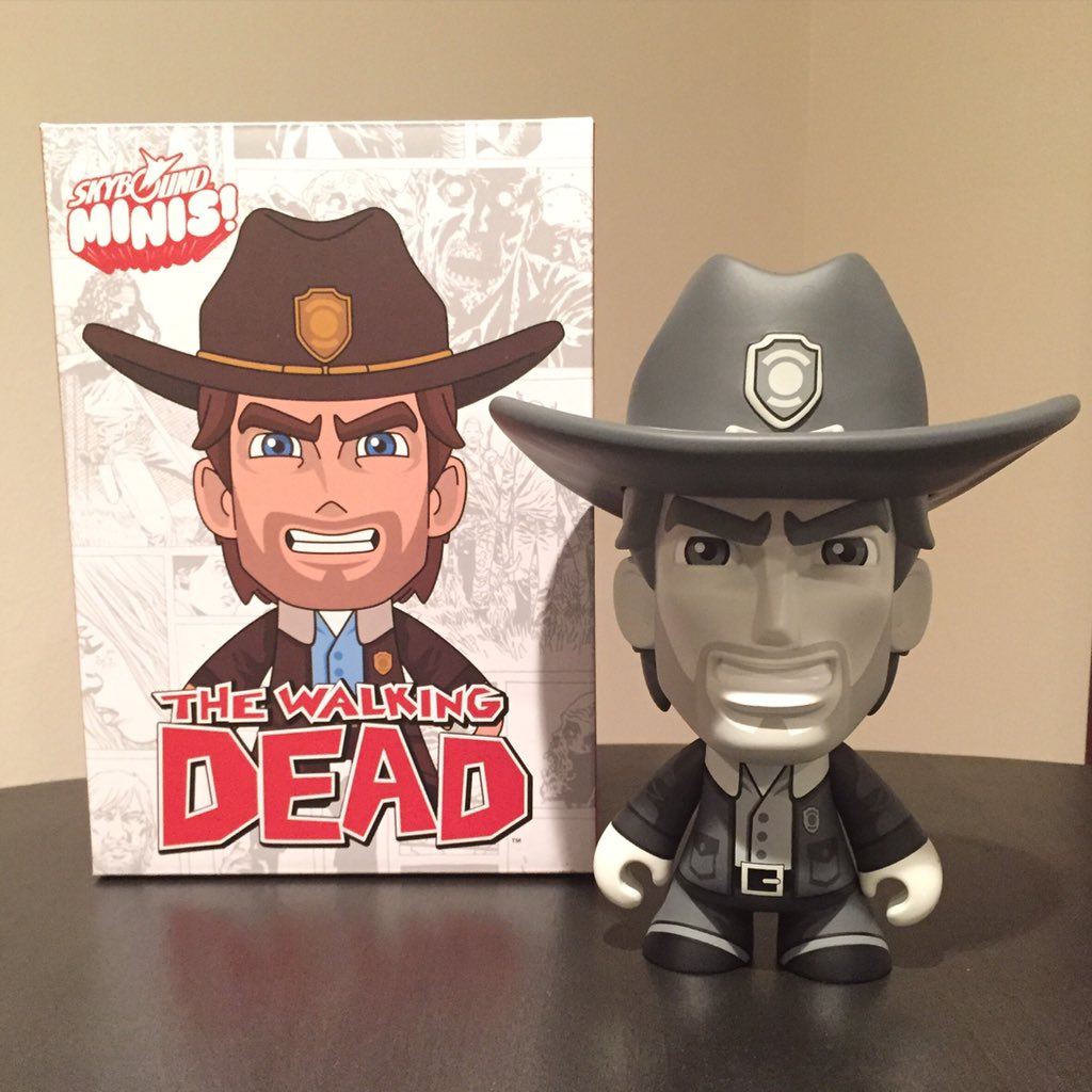 "Ordered a @TheWalkingDead Rick Grimes @Skybound Minis 8"" vinyl figure by @MrScottTolleson & scored the B&W variant!! https://t.co/eNpR10TkrF"