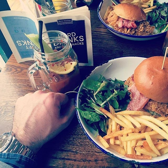 Win this Festive Friday with Posh Fried Chicken Burgers and Bloody Marys. Beats the hell out of any hangover I know… https://t.co/pe0mNO2hn9