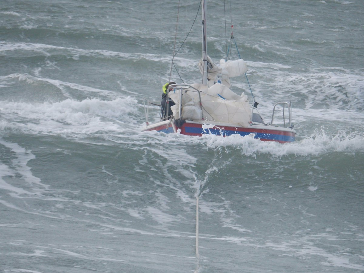 Dramatic video footage captures @RNLI sailboat rescue in 'atrocious conditions' - https://t.co/rFwqAcQ8N3 https://t.co/GVfyxnfmso