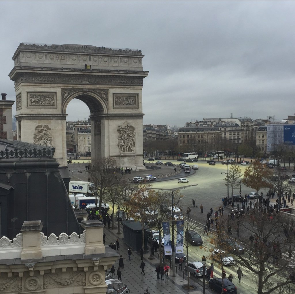 breaking news on arc de triomphe  paris  ile
