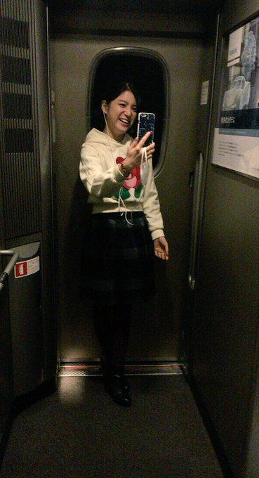 新幹線でFaceTime。笑  #9nine #LINELIVE https://t.co/9bbbBXyiM7