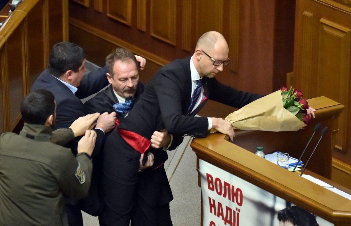 Картинки депутат государственной думы которого уволили с позором