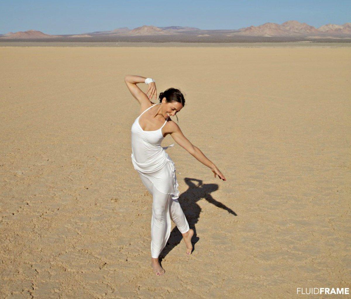 50dd3ca4fbc61 What to Wear for #Kundalini Yoga: 5 Ways to Wear White Yoga Clothes  http://buff.ly/1NYykHG pic.twitter.com/vf4lBjioJv
