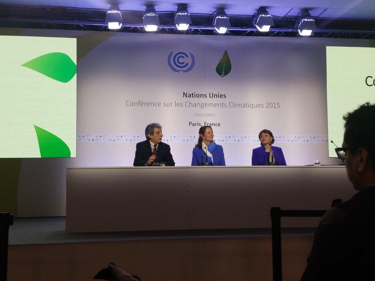 #LPAA : @manupulgarvidal @RoyalSegolene & @HakimaElHaite présentent le bilan des solutions #COP21 https://t.co/tdNmrOJTd0
