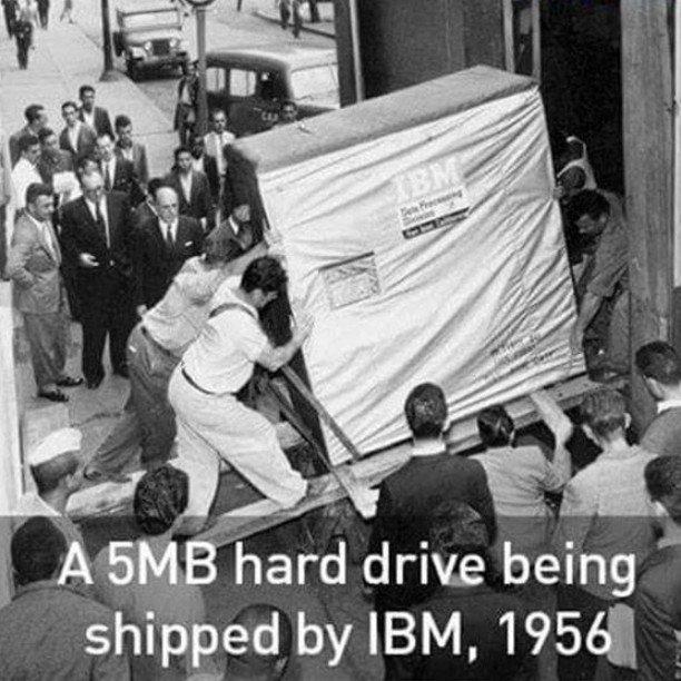 IBM 5MB hard drive 1956 https://t.co/Fa51ReVh79 https://t.co/bXVB7gL1N6