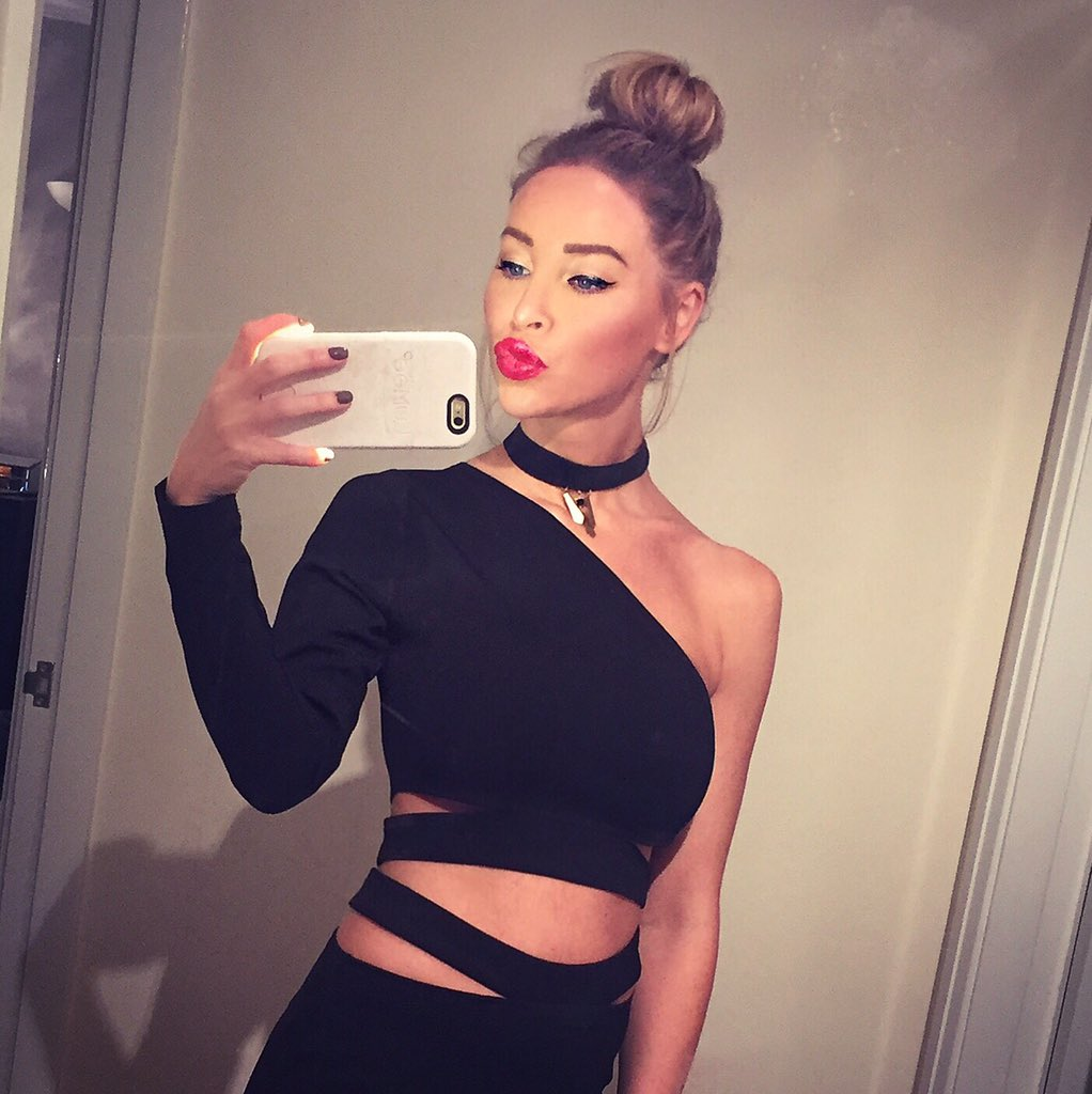 RT @HairRehabLondon: Party Season hair inspo from @laurenpope  💋 #TopKnot #Christmas #Hairpiece   PRODUCT USED - Clip On Bun from £20.99 ht…