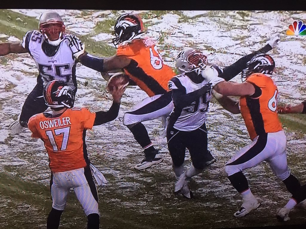 Hey how about a face mask/holding penalty on the center on the touchdown? Oh wait nevermind, they're in Denver. https://t.co/bozSyY9byX