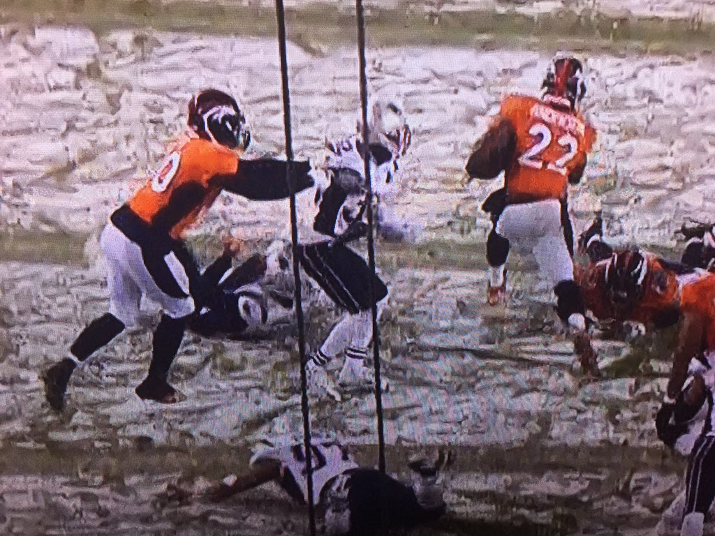 And here's the holding call on the OT Touchdown run... Oh nevermind, we're in Denver. https://t.co/zSDWBJFaH5