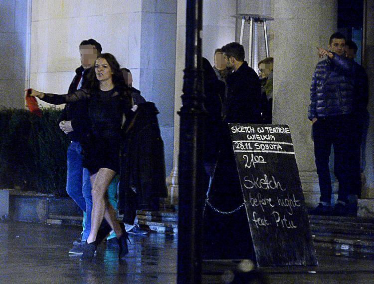 INCREDIBLE! Drunk Urszula Radwanska gets out of Club