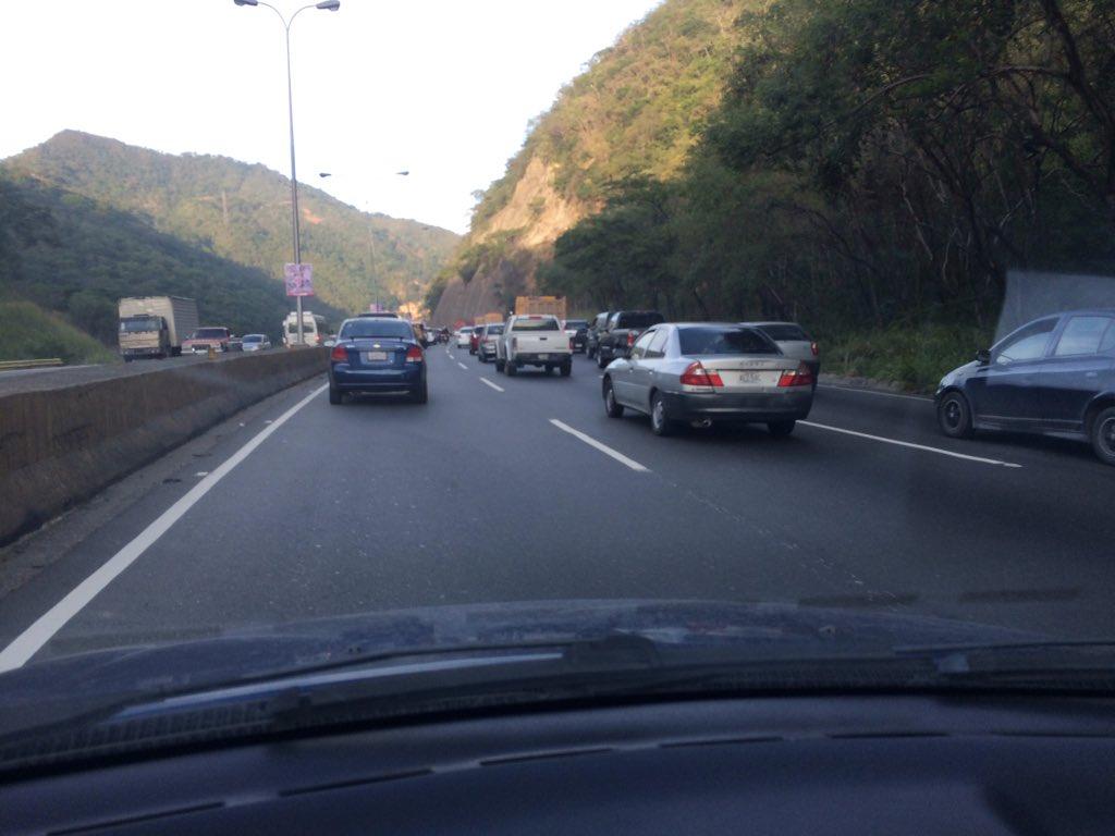 Thumbnail for Minuto a minuto del tránsito: repotan circulación lenta en las principales vías del país