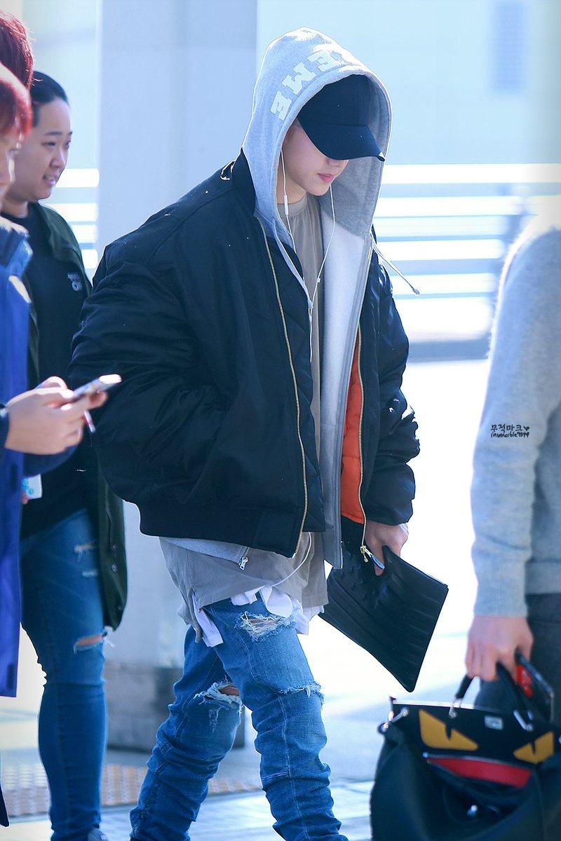 151130 인천공항 출국 #갓세븐 #마크 #Mark (@mtuan93 ) 따뜻한 햇빛 아래의 공항미남~~ 쪼아~ 히히