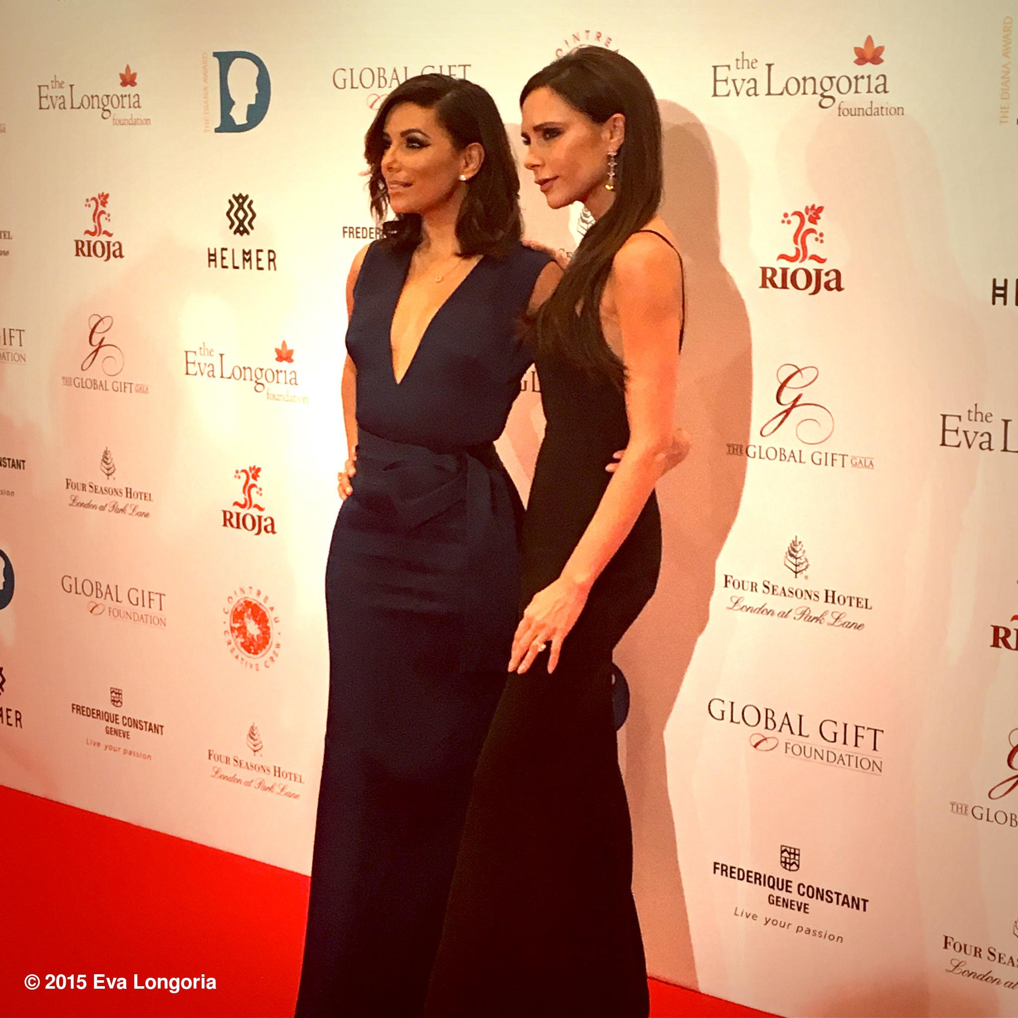 My dear friend @victoriabeckham and I on the red carpet for Global Gift Gala London! #GGFLDN15 https://t.co/cxdTjFacx4