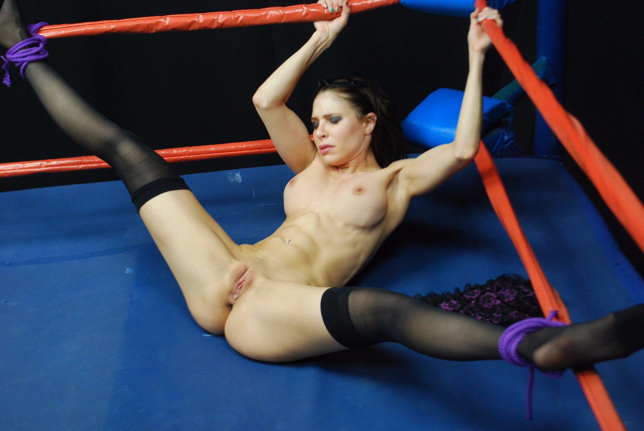 видео совсем голые женщины на ринге - 6