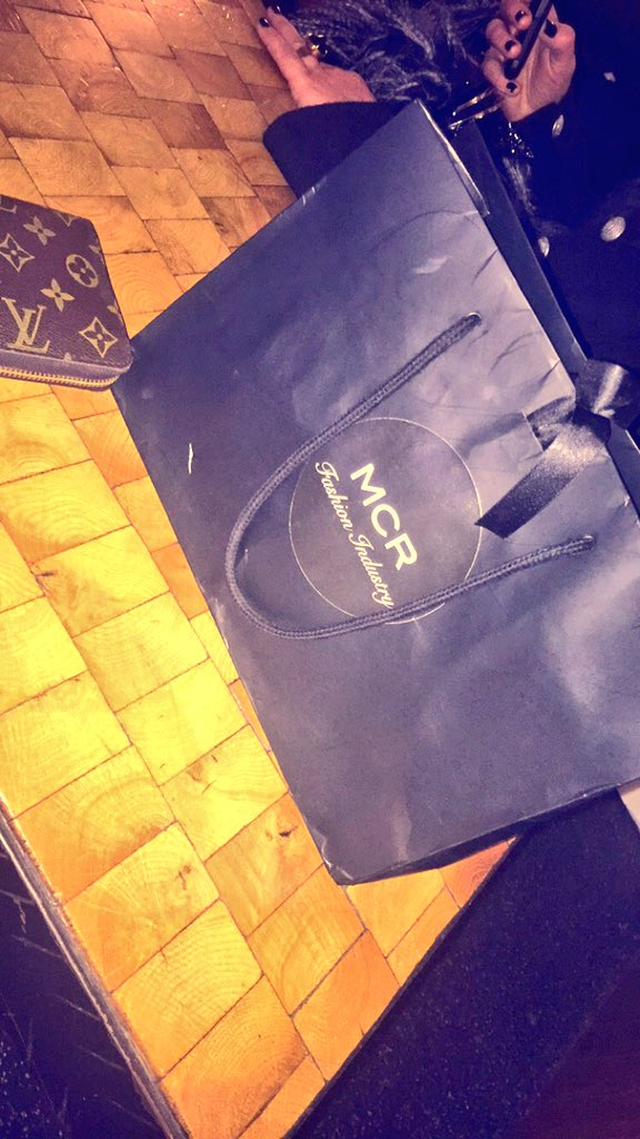 RT @Ryan_Mira: Thankyou @MsLisaAppleton for carrying my @mcrfashindustry goodie bag round all the clubs all night last night 😂😂🤓🤓❤️ https:/…