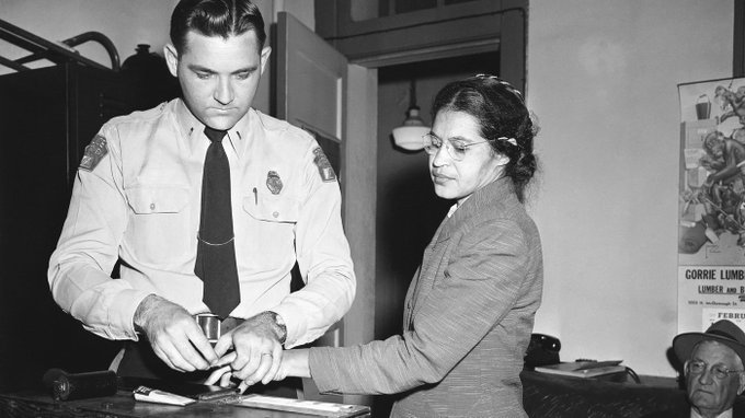El día que Rosa Parks se negó a ceder su asiento y cambió la historia Ver imagen en Twitter