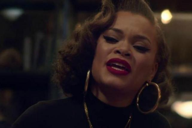 Stevie Wonder and Andra Day sing 'Someday at Christmas' in Apple's latest holiday ad https://t.co/PH4EBuUm0f https://t.co/bLUTBTOL7g