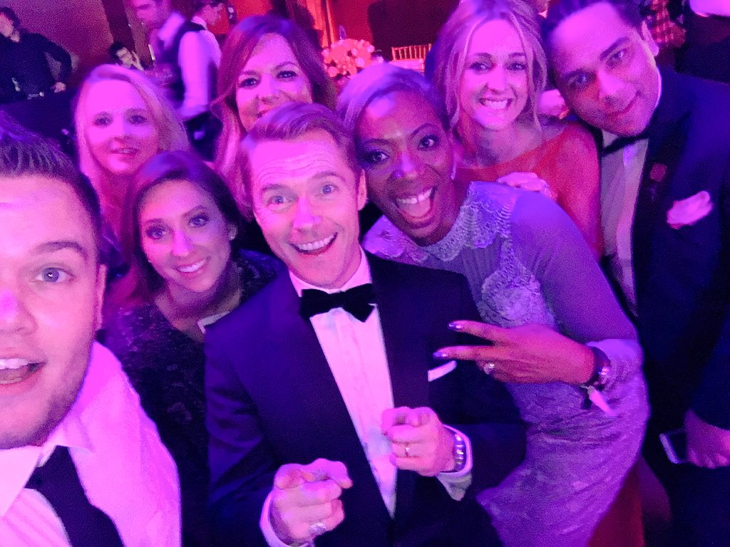 RT @DianaAward: #Selfie with our amazing supporters @ronanofficial & @Storm_Keating ✌🏻️ https://t.co/lVSEkb4xRx