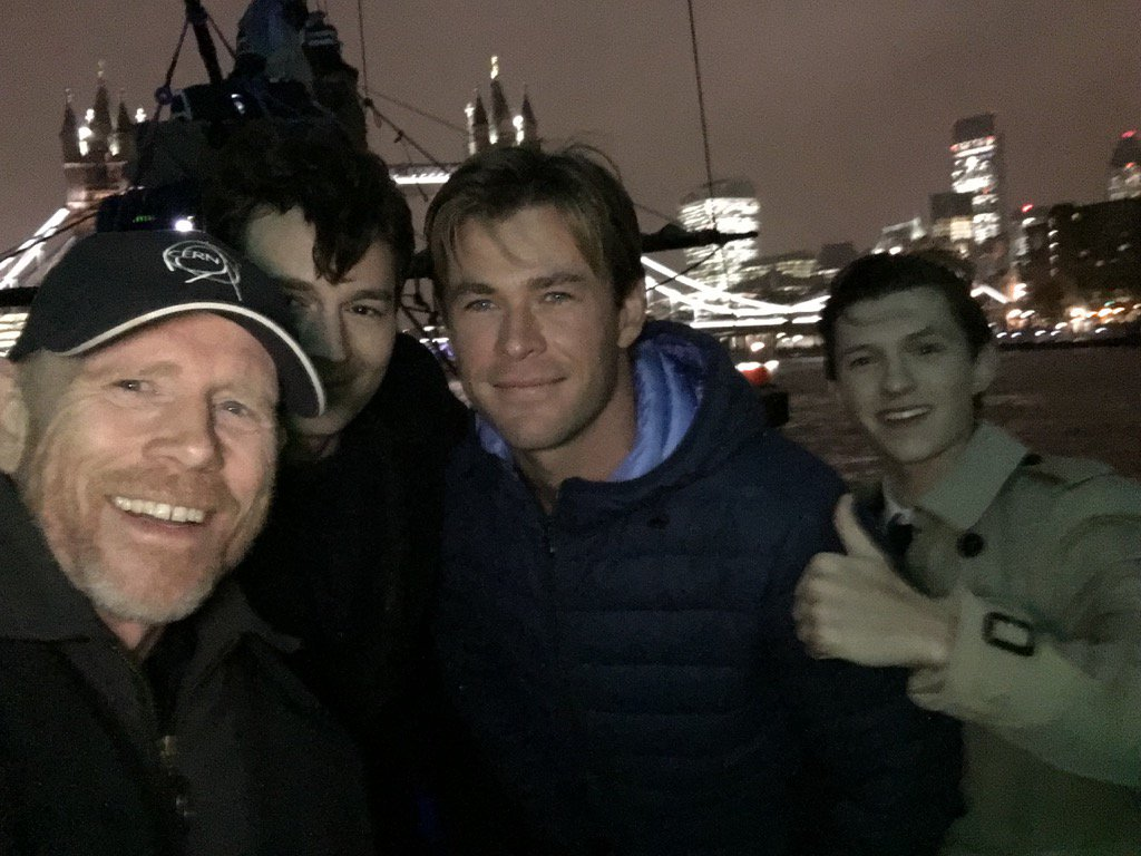 #BenWalker @chrishemsworth @TomHolland1996 reunited aboard the tall ship from #InTheHeartOfTheSea on the #thames https://t.co/OQRd9gNlgm