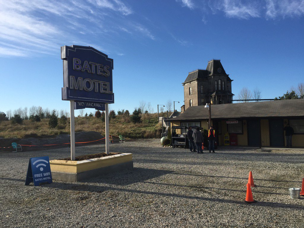 #BatesMotel opens for season 4!  Shooting started this morning -- a cold but beautiful day. https://t.co/8jmHEOSrlM