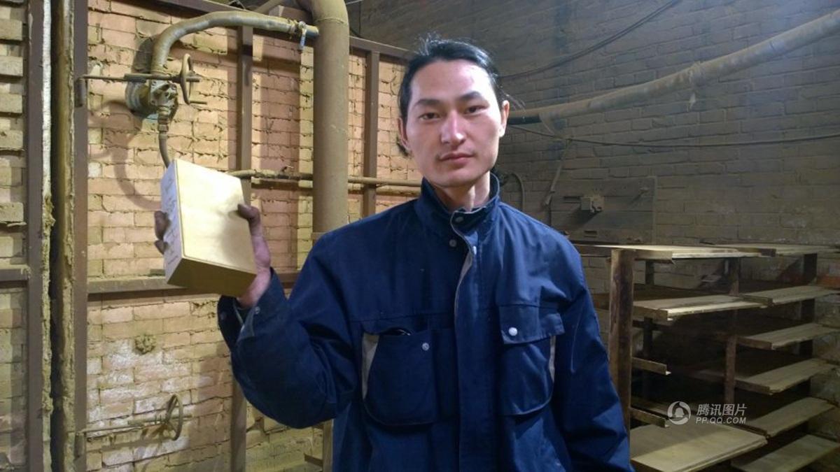 Muž vyrobil cihlu z čínského smogu za pouhých 100 dní. Varuje, za chvíli změníme sami sebe v prach