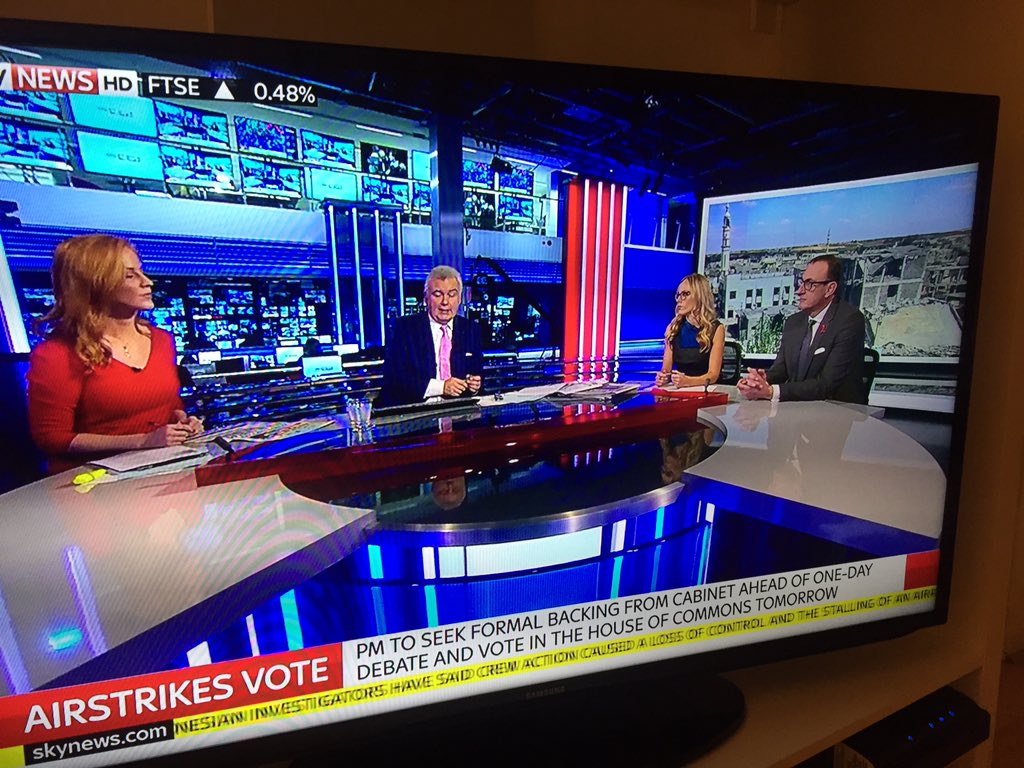 RT @CarolineFeraday: Ah so lovely to see @officialroycey @MichelleDewbs and @EamonnHolmes as my evening viewing here in LA :) https://t.co/…