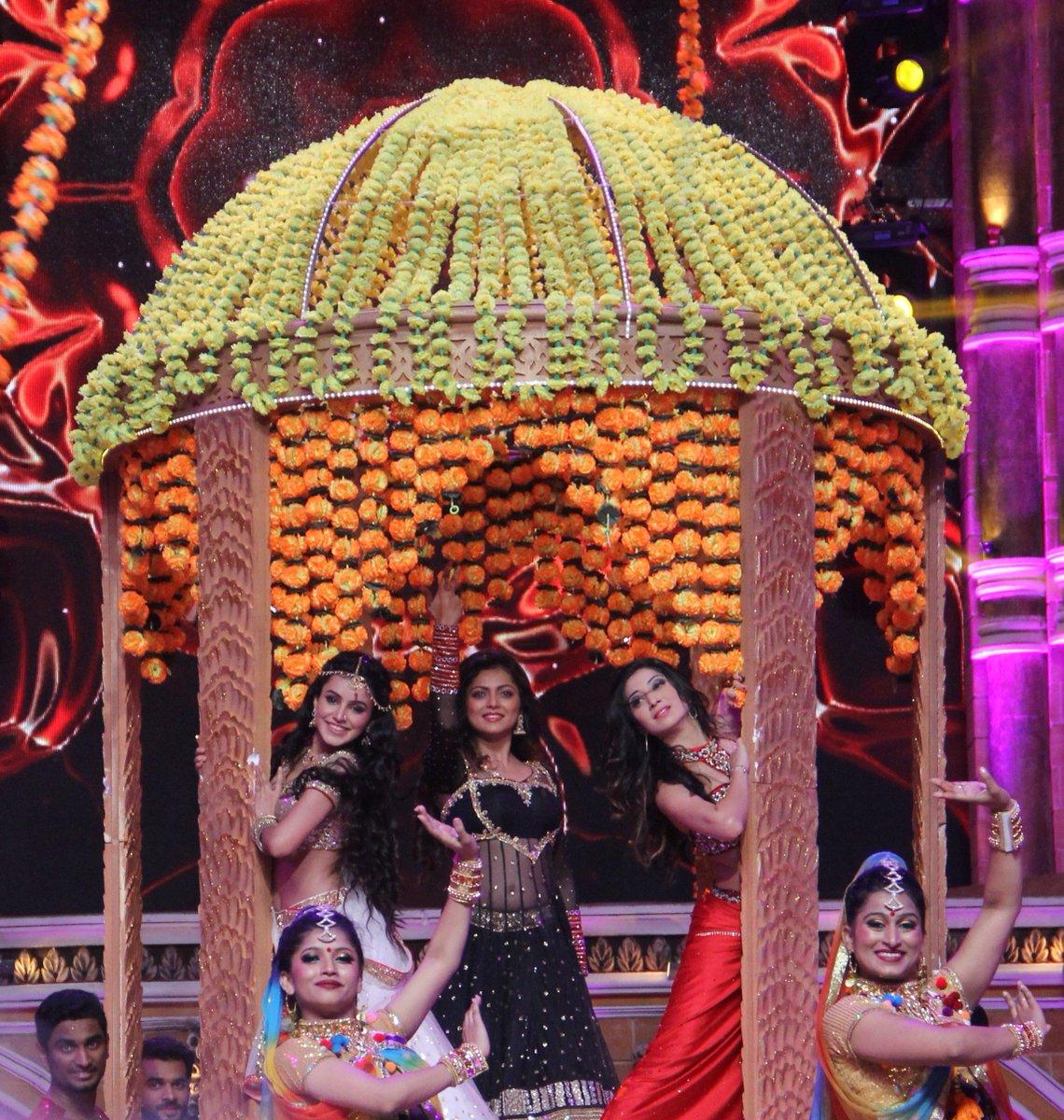 Ankita Sharma, Drashti Dhami, Vrushika Mehta at zee Rishtey Awards 2015 (ZRA2015)