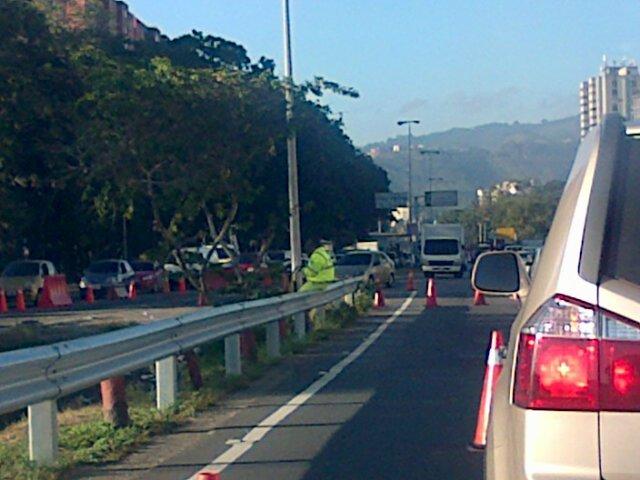Thumbnail for Minuto a minuto del tránsito: reportan fuerte retraso vehícular en la valle-Coche