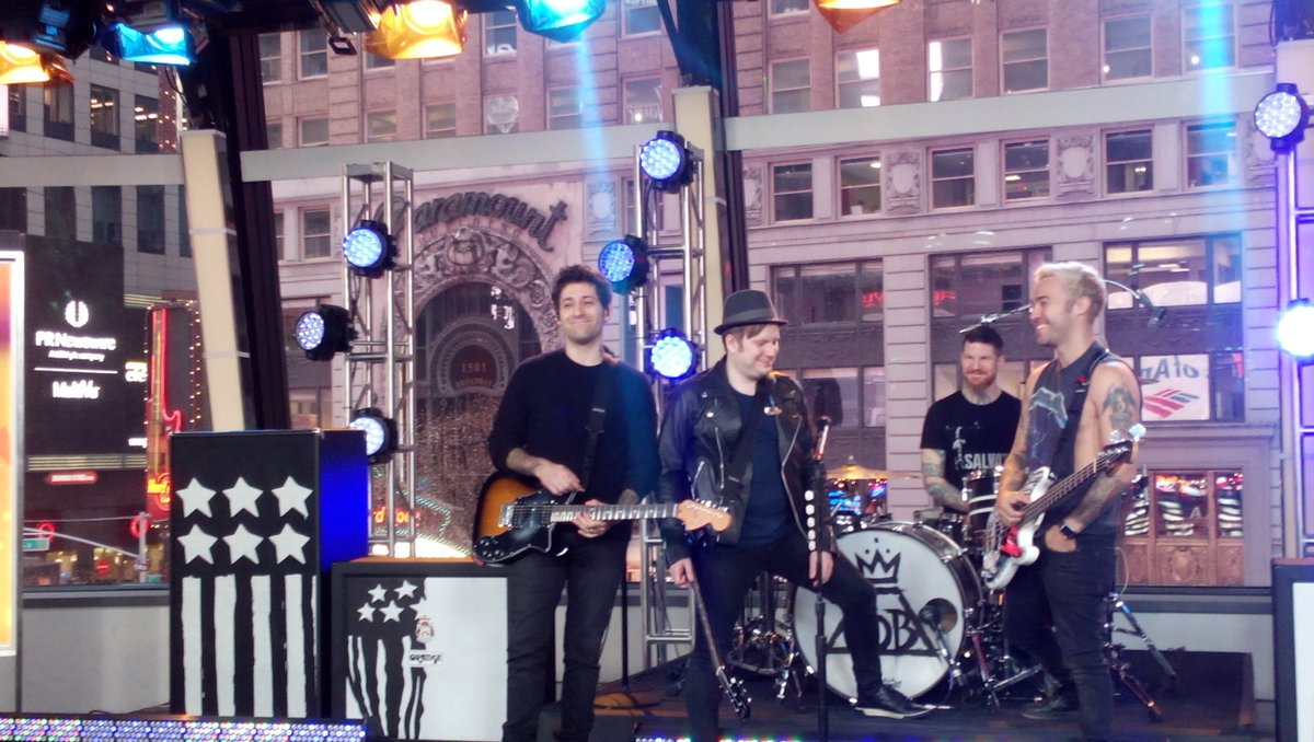 FOB @ GMA (cc @PStumpsLegs) https://t.co/eXkyHNlF3G